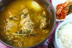 Корейские косточка свинины и суп картошки Стоковые Изображения