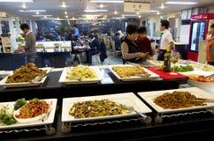 Корейские кухни ресторана шведского стола стоковые фото