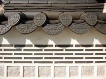 Корейские традиционные крыша и стена плитки стоковое изображение