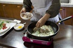 Корейский блинчик делая урок стоковые фото
