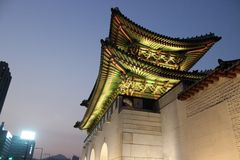 Корейский дворец, дворец на ноче, Сеул Gyeongbokgung, Южная Корея Стоковые Фотографии RF