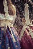 2 корейских девушки одетой в традиционном платье Стоковые Изображения RF
