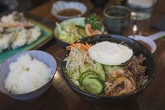 Корейское блюдо bibimbap стоковое изображение rf