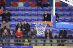 Корзина баскетбола в зале спорта Стоковая Фотография