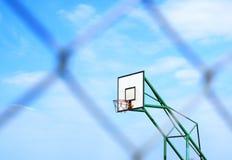 Корзина баскетбола и сетка металла нерезкости Стоковые Изображения