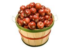 Корзина бушеля завалки яблок Стоковые Фотографии RF