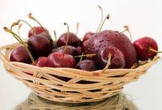 Корзина вишни Стоковое Изображение