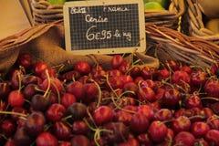 Корзина вишни стоковое изображение rf