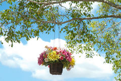 Корзина искусственних цветков Стоковое Изображение RF