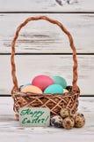 Корзина пасхального яйца, поздравительная открытка Стоковые Фото