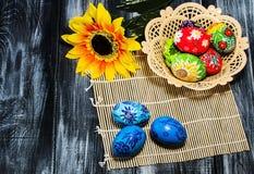 Корзина пасхальных яя пасхи Стоковая Фотография