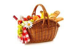 Корзина пикника с хлебом и вином плодоовощ Стоковые Фото