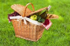 Корзина пикника Стоковая Фотография RF