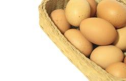 корзина предпосылки eggs белизна Стоковая Фотография RF
