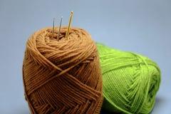 Корзина пряжи вязания крючком, tassel и крюка вязания крючком Стоковые Изображения RF