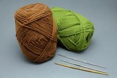 Корзина пряжи вязания крючком, tassel и крюка вязания крючком Стоковое Изображение RF