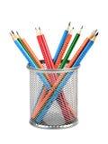 Корзина с покрашенными карандашами стоковое фото