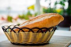 Корзина с хлебом стоковое фото rf