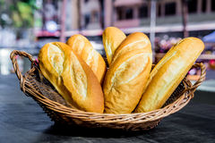 Корзина с хлебом стоковая фотография