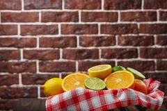 Корзина с цитрусовыми фруктами Стоковая Фотография RF