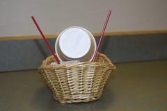 Корзина с чашками Стоковая Фотография