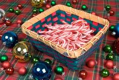 Корзина тросточек конфеты Стоковые Фотографии RF