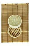 корзина Тускл-суммы на циновке Стоковые Фотографии RF