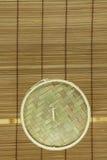 корзина Тускл-суммы на циновке Стоковое фото RF