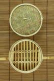 корзина Тускл-суммы на циновке Стоковое Изображение RF