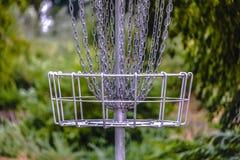 Корзина цели гольфа Frisbee или гольфа диска стоковые изображения