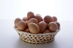 корзина eggs свежее ручной работы органическое Стоковые Изображения RF