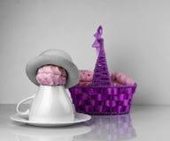 Корзина Zephyr фиолетовая, поддонник чашки Стоковое фото RF