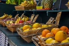 Корзины плодоовощ для продажи в городском Монреале Стоковая Фотография RF