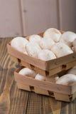 2 корзины с champignons Стоковое Фото