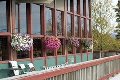 Корзины цветка на палубе Стоковые Фотографии RF