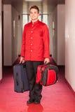 Коридорный с багажами стоковая фотография rf
