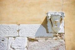 Коринфская столица в камне и гипсолит огораживают Италию Стоковые Изображения RF