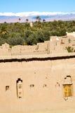 коричневая башня в Африке и облака около неба Стоковые Изображения