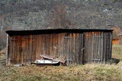 коричневая мастерская в поле осени Стоковое Изображение RF
