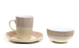 коричневая чашка на плите стоковые фотографии rf