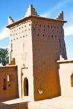 коричневейте в облаках Африки Марокко около башни Стоковые Изображения