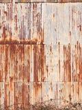 коричневое ржавое пакостное старое ретро волнистое железо металла полиняло backgroun Стоковое Изображение
