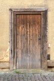 коричневой деревянное выдержанное дверью Стоковая Фотография