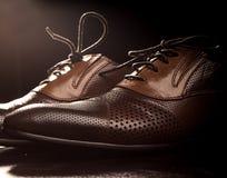 коричневые ботинки людей s Стоковое Изображение