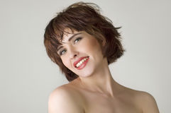 коричневые волосы замыкают накоротко женщину Стоковое Изображение