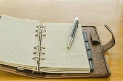 коричневый кожаный организатор с ручкой Стоковая Фотография RF