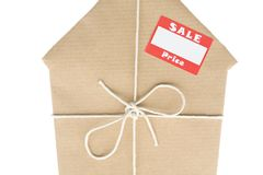 коричневый обернутый стикер сбывания бумаги дома Стоковое фото RF