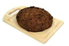 коричневый цвет хлеба доски Стоковые Фото