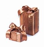 2 коричневых изолированной подарочной коробки Стоковые Фотографии RF