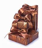 3 коричневых подарочной коробки изолированной на белизне Стоковое Фото